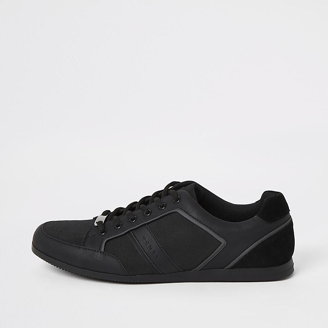 Zwarte sneakers met laag profiel en vetersluiting