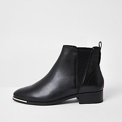 Black metal toe chelsea ankle boot