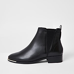 Black metal toe chelsea boot