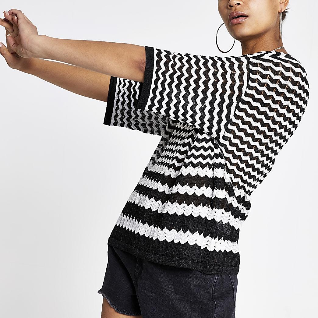 Zwart gebreid T-shirt met monochrome zigzagprint