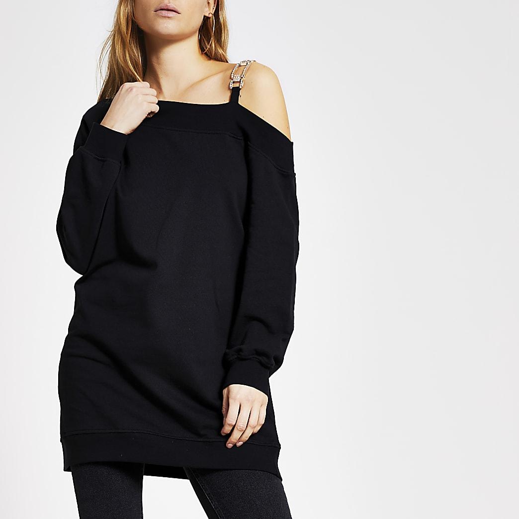 Schwarzes Sweatkleid mit einer freien Schulter und Verzierung