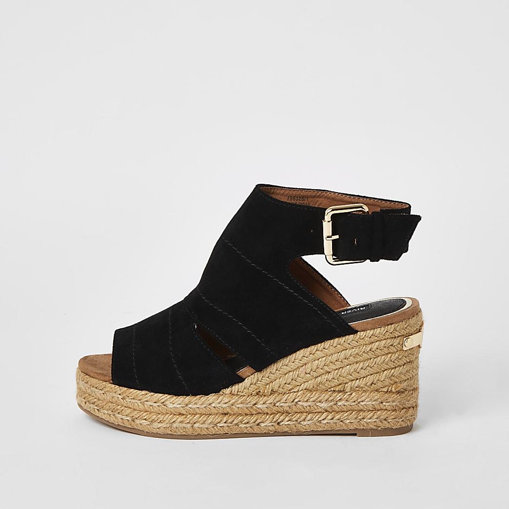 Schwarze, offene Sandale mit Keilabsatz