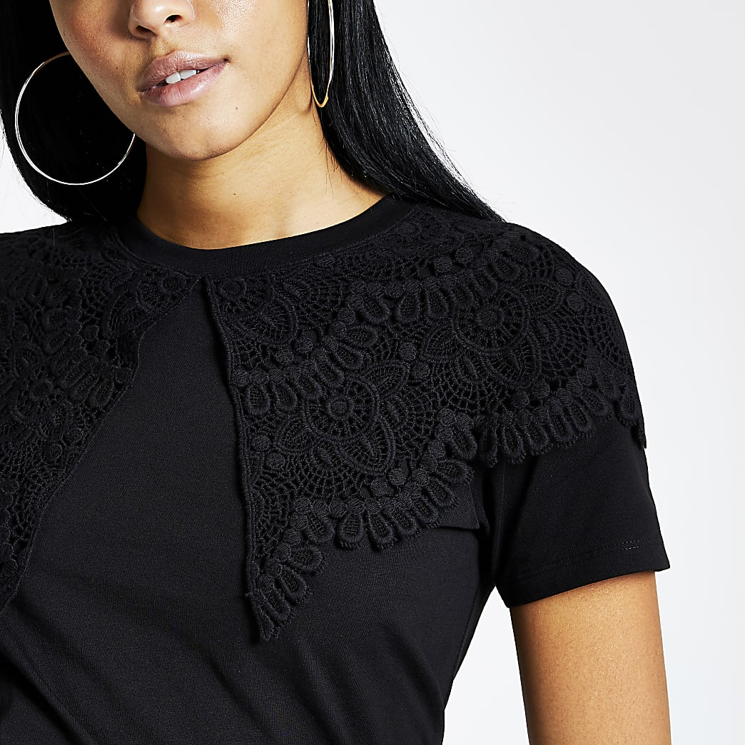 Black oversized lace collar T-shirt