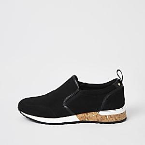 Zwarte hardloopschoenen met perforaties en zool van kurk
