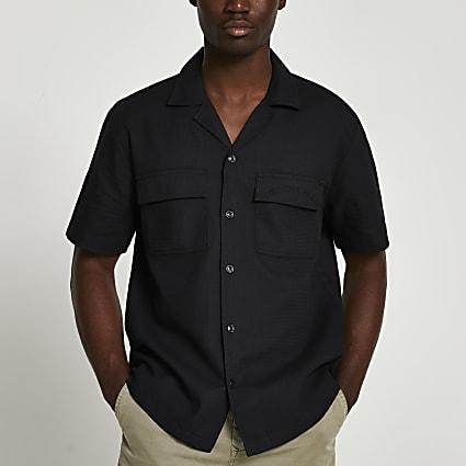 Black pocket short sleeve shirt