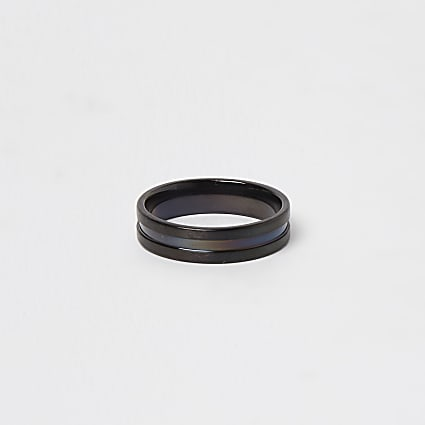 Black ridge band ring