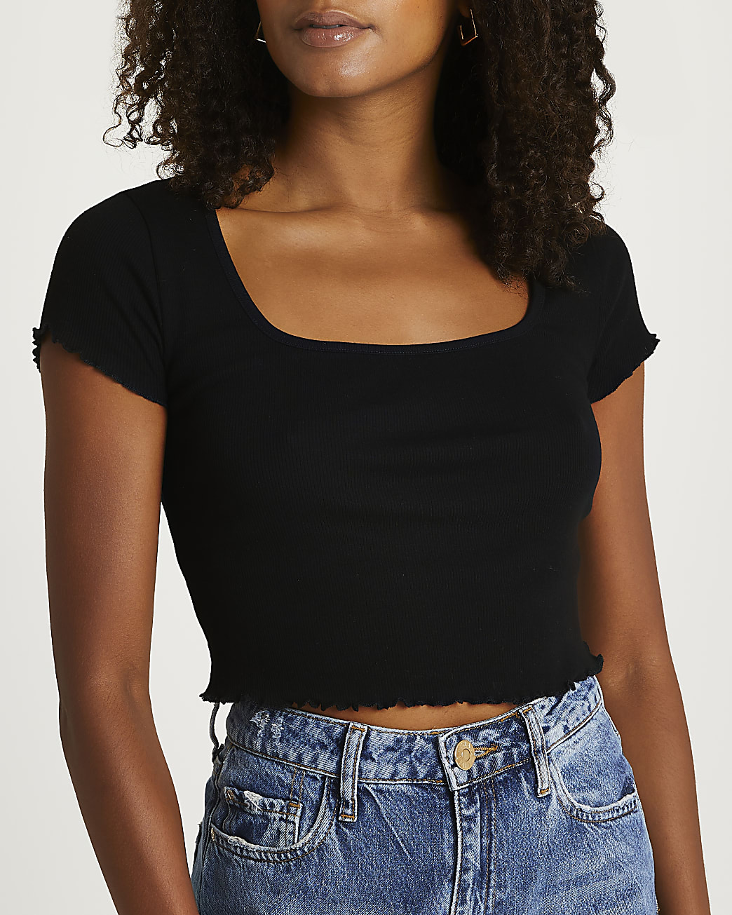 Black scallop cropped top
