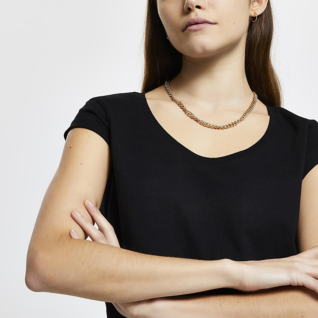 Black scoop neck short sleeve t-shirt