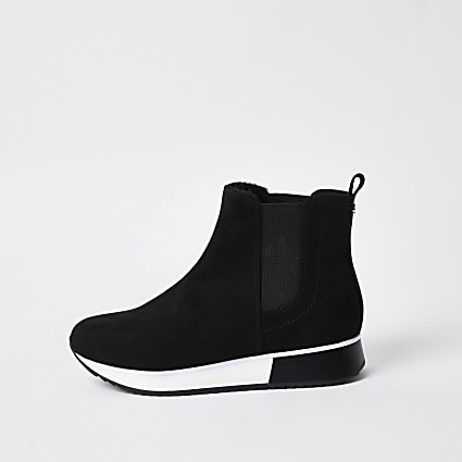 Black scuba pull on trainers