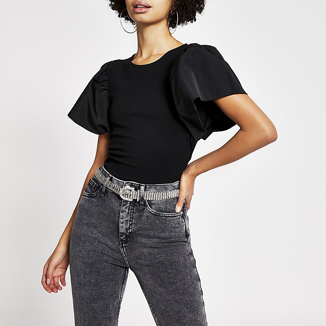 T-shirt noir avec manches courtes évasées