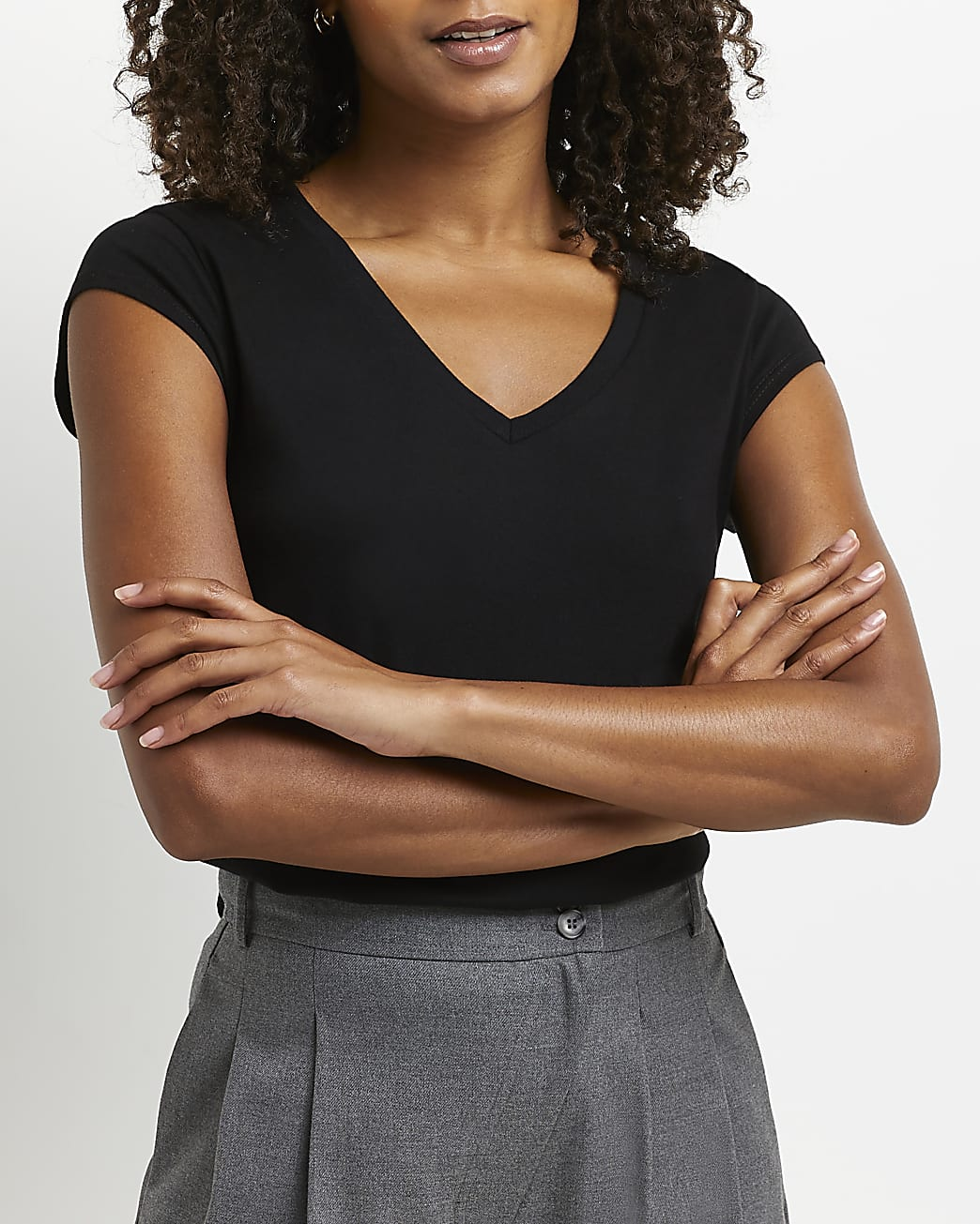 Black short sleeve v-neck t-shirt