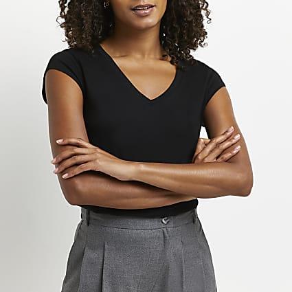 Black short sleeve V neck t-shirt