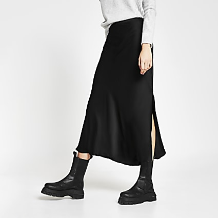 Black side split satin skirt