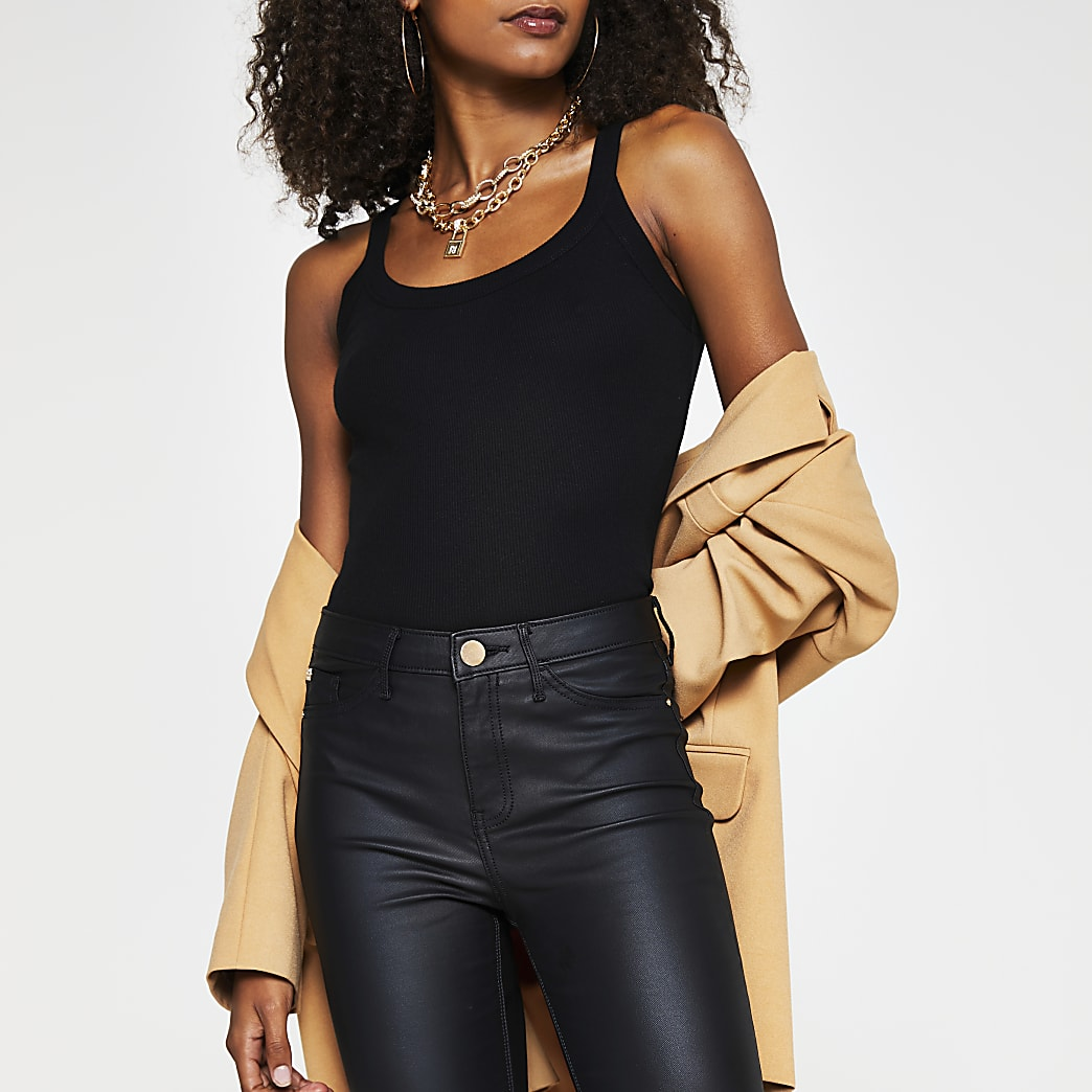 Black sleeveless wide scoop Vest