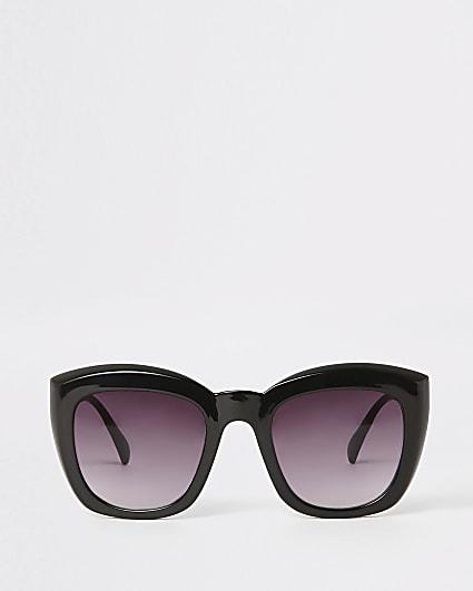 Black smoke lens square glam sunglasses