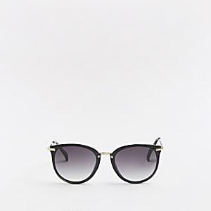 Schwarze Sonnenbrillen mit getönten Gläsern