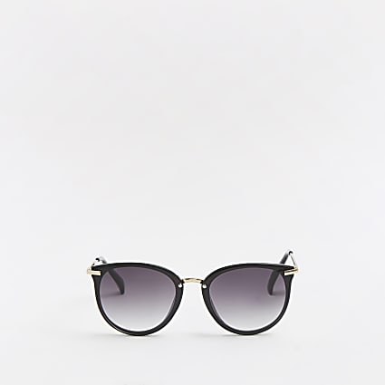 Black smoked lens sunglasses