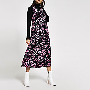 Zwarte gesmokte midi-jurk met stippenprint en V-hals