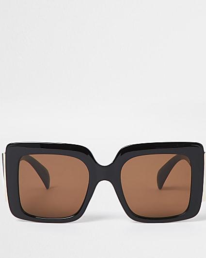 Black square glam sunglasses