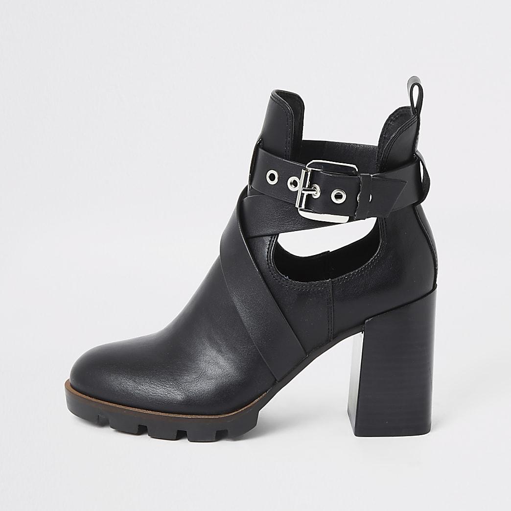 Zwarte laarzen met blokhak, uitsnijding en bandjes