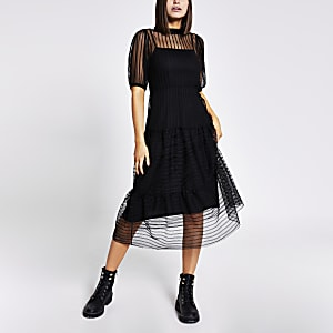 Zwarte gestreepte midi-jurk met korte mesh mouwen