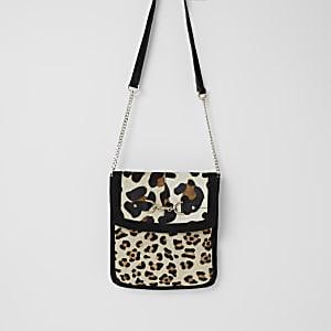 Zwarte suède messengertas met luipaardprint