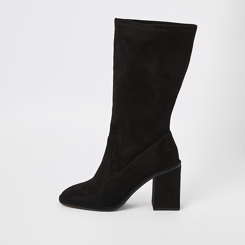 Wadenhohe Stiefel in Schwarz aus Wildlederimitat mit hohem Absatz
