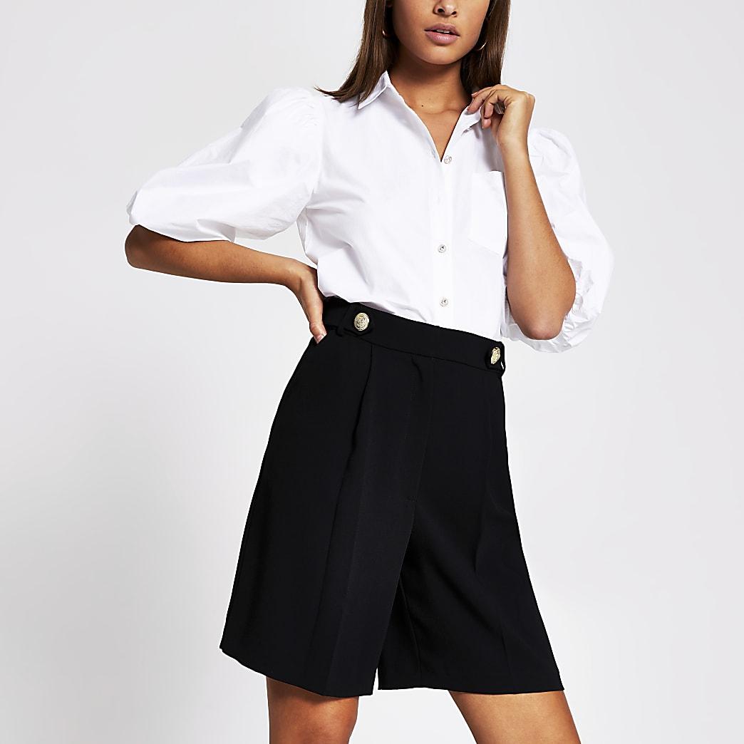 Figurbetonte Bermuda-Shorts in Schwarz