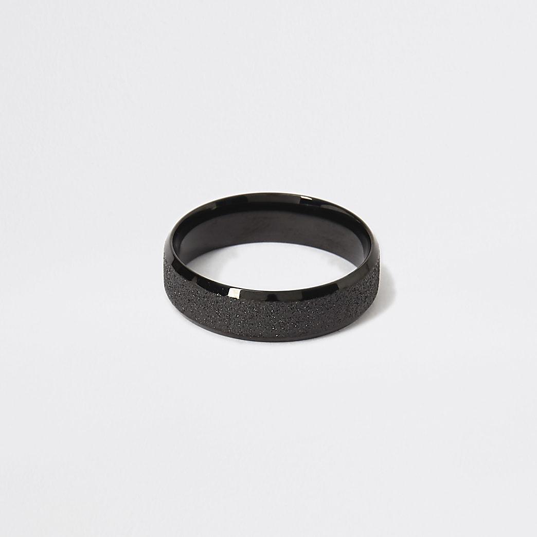 Zwarte ring met textuur