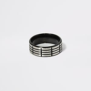 Bague en acier texturé noir