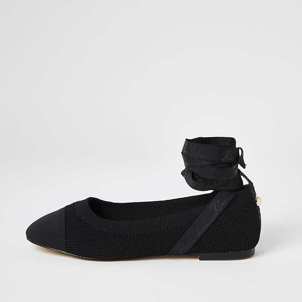 Zwarte gebreide balletschoenen met strik rond enkel