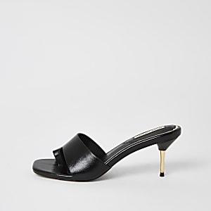 Zwarte open sandalen met hak en teenlus