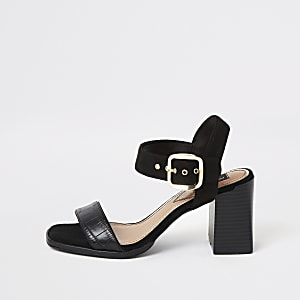 Schwarze Sandalen mit weitem Schaft und Blockabsatz