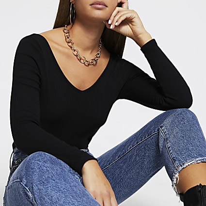 Black v neck long sleeve fitted top