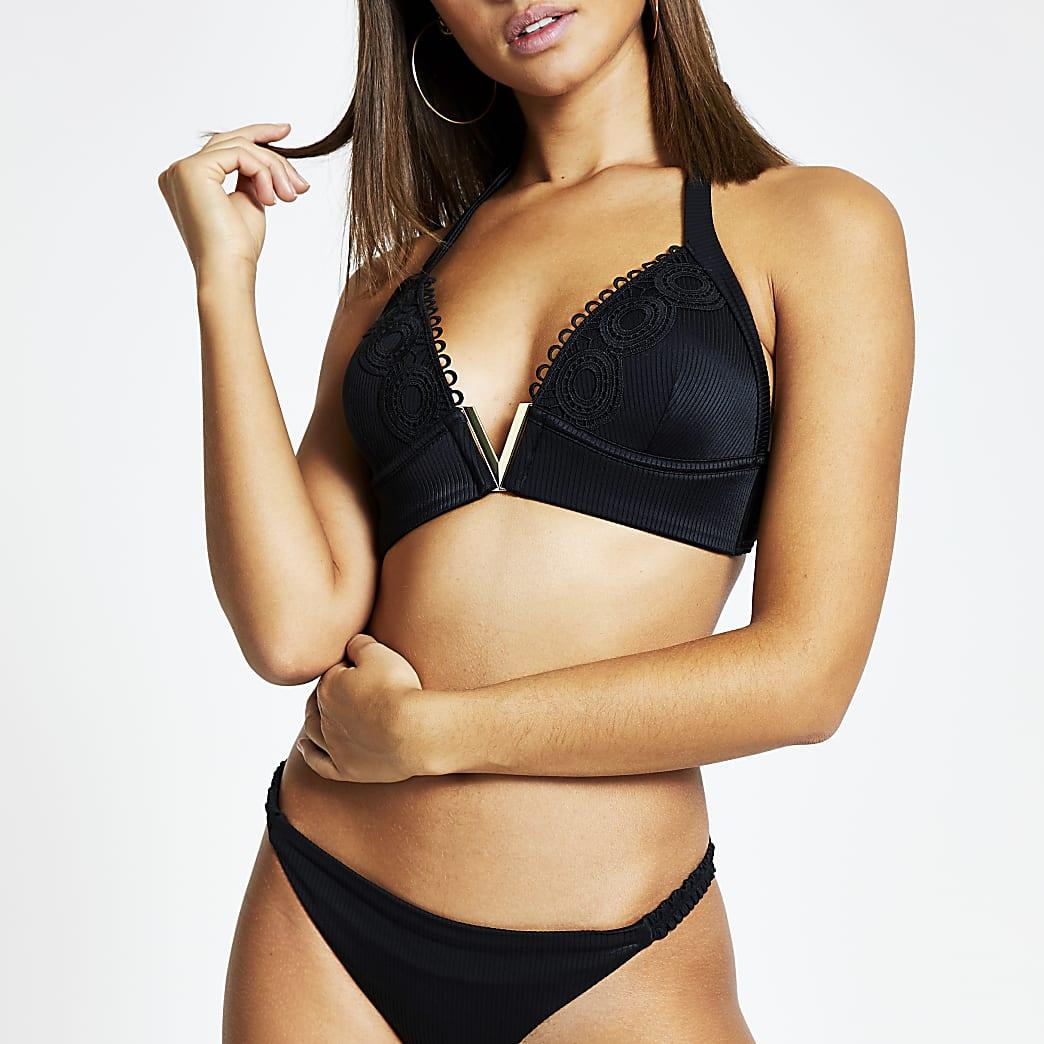 Schwarzes, geripptes Bügel-Bikinioberteil mit Schnürung im Nacken und V-Lasche vorne
