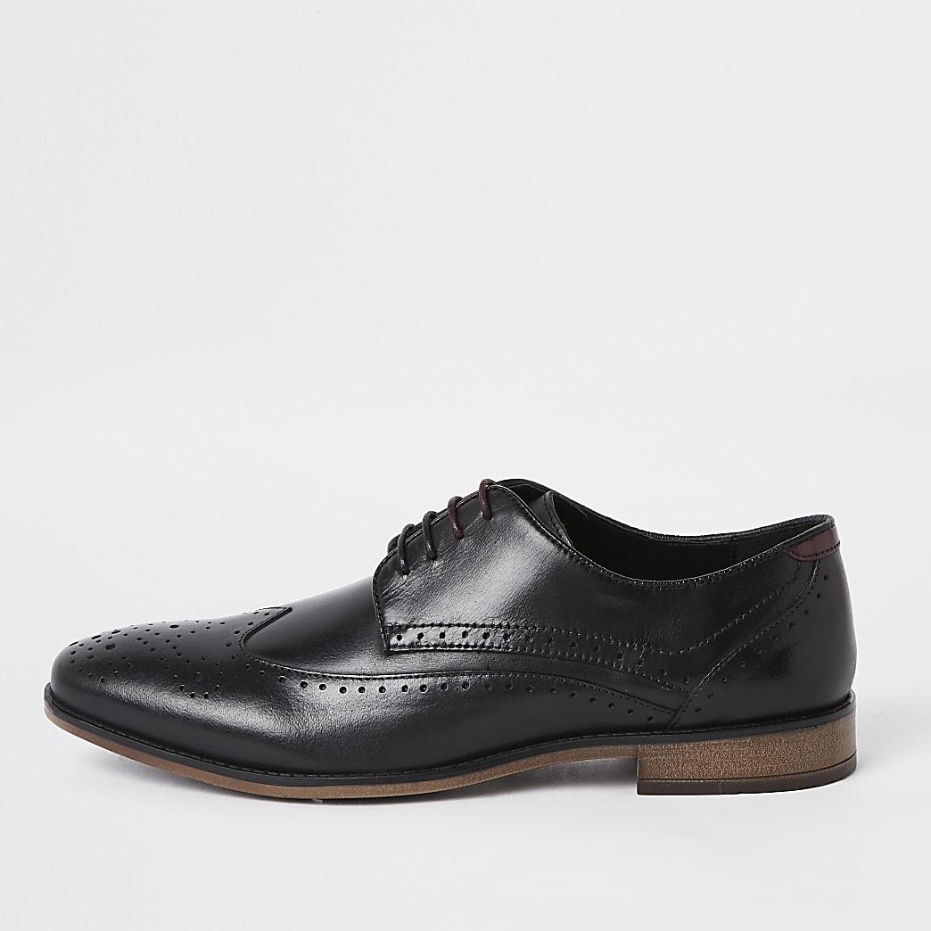 Zwarte lerenbrogues schoenen met vetersluiting en wijde pasvorm