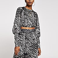 Black zebra Print long wide sleeve crop top