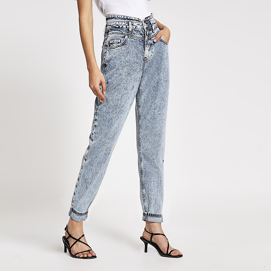 Blaue, schmal zulaufende Jeans mit Acid-Waschung