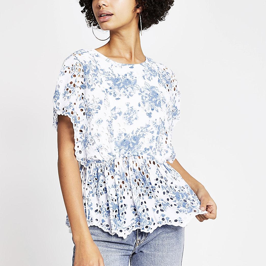 Tailliertes, besticktes Top mit Blumenmuster in Blau