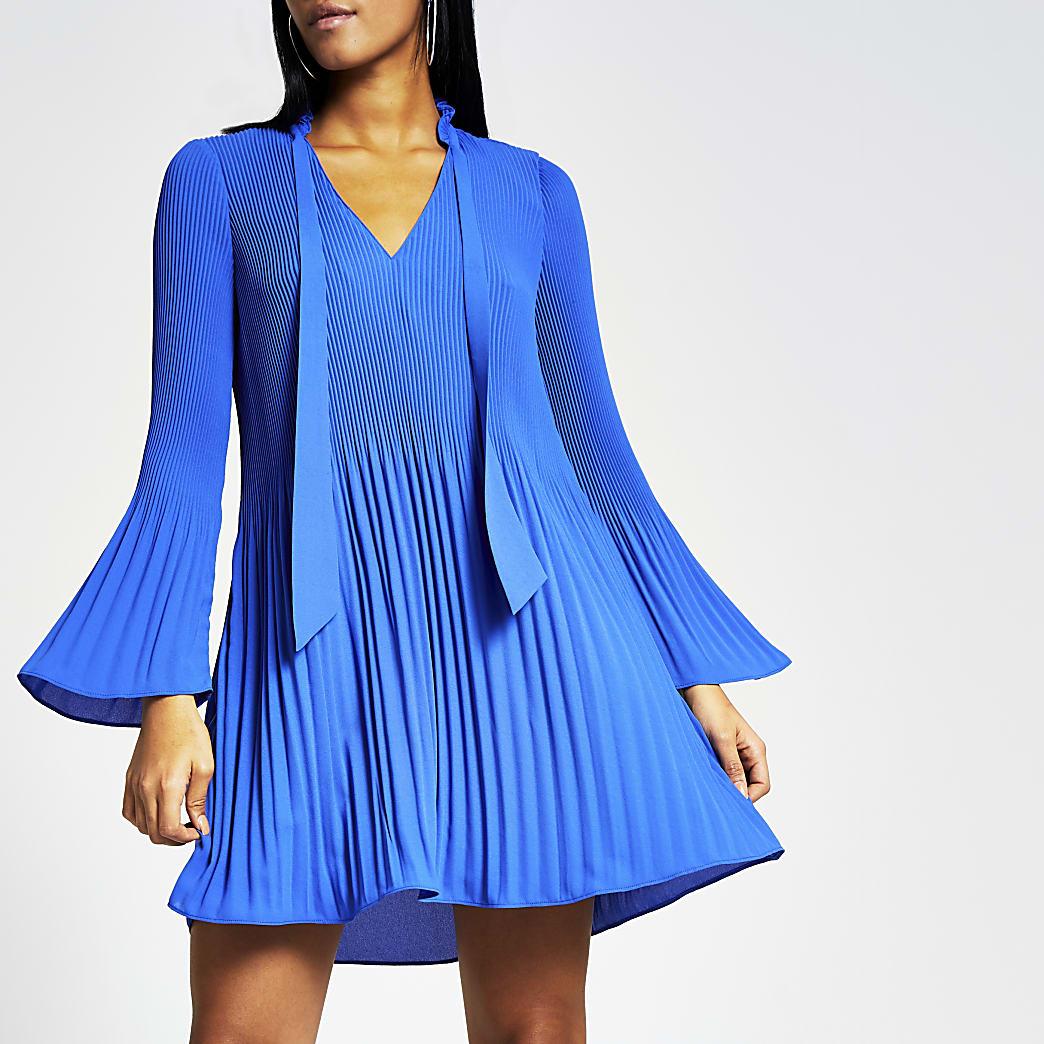 Blaues Plissee-Swing-Minikleid mit langen Ärmeln
