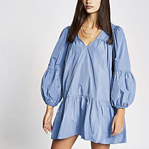 Blauwe gesmokte mini-jurk met lange mouwen