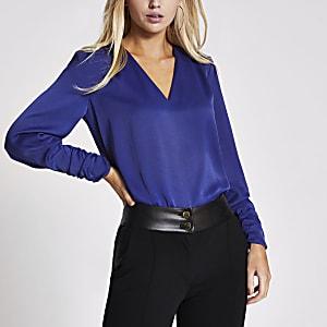 Blauwe satijnen blouse met V-hals en lange mouwen