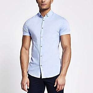 Chemise ajustée bleue à manches courtes