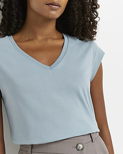 Blue short sleeve v-neck t-shirt