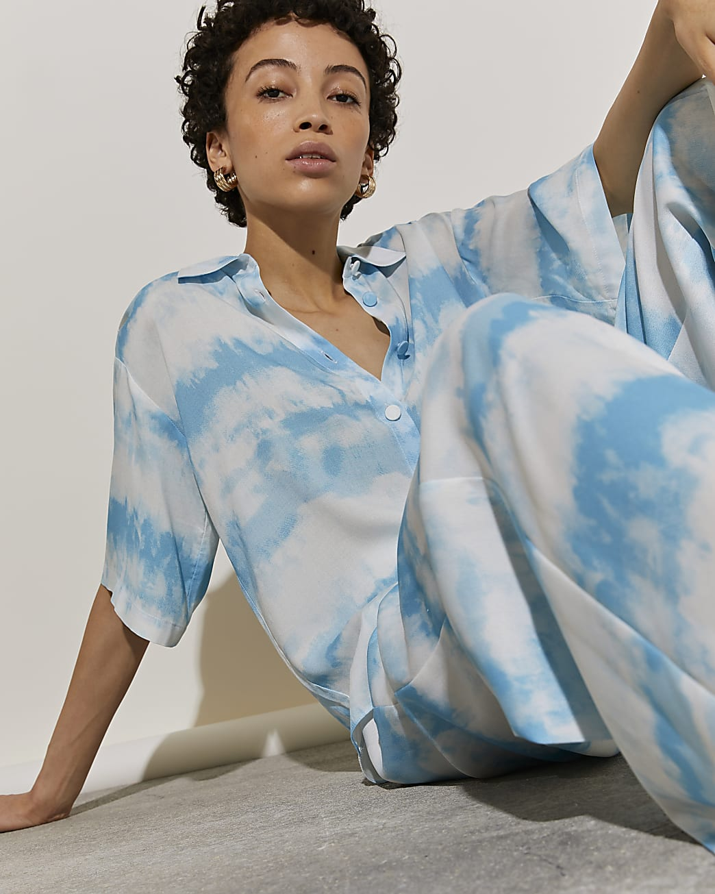 Blue tie dye short sleeve shirt