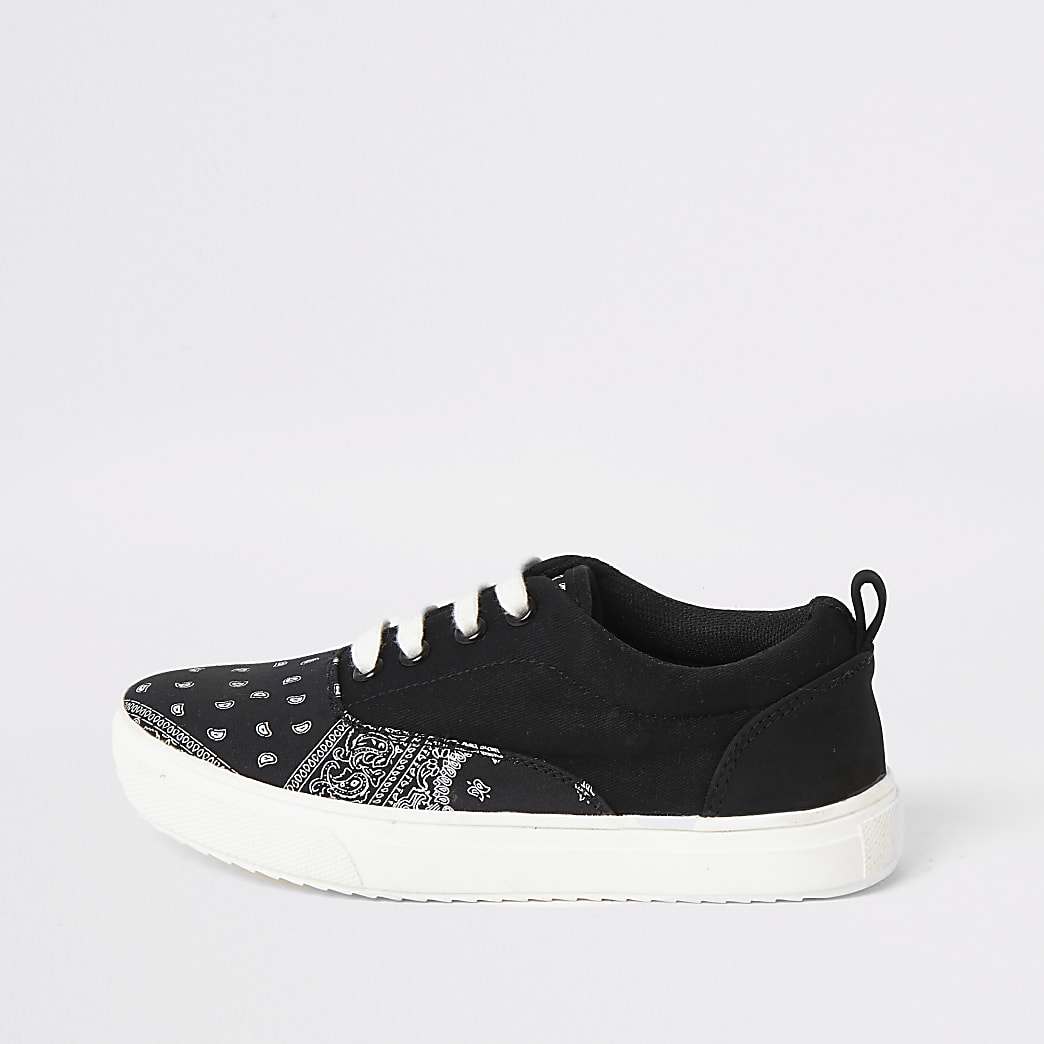 Zwarte sneakers met bandanaprint en vetersluiting voor jongens