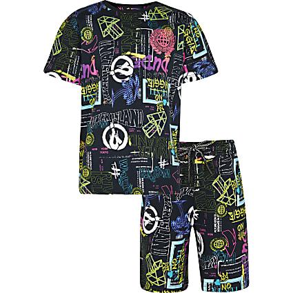 Boys black graffiti shorts outfit