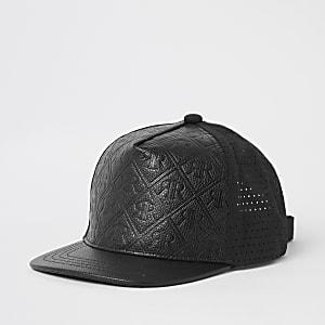 Perforierte Kappe in Schwarz mit RI-Prägung für Jungen