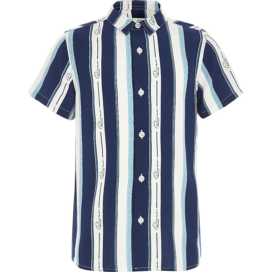 Blauw gestreept overhemd met korte mouwen en 'River'-tekst voor jongens