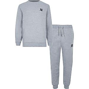 Grijze sweater outfit met RVR-letters voor jongens